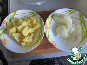 Put on fire a pot of water.  Coarsely chop the potatoes and onions.  After boiling water put the vegetables in the pan.