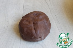 Make shortcrust pastry. Well, everything is simple. Soft butter mix with egg, sugar, cocoa and flour.
