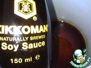 """To prepare the soy marinade: in a saucepan, add sugar, heat until a homogeneous mass of light caramel, then pour the soy sauce """"Kikkoman!"""", rice vinegar and water, bring to a boil."""