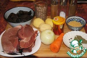 Подготовить продукты, чтобы все было под рукой. Овощи вымыть и очистить. Мясо обмыть и обсушить бумажной салфеткой.