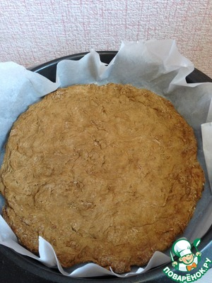 "Distribute our pizza on the baking sheet, trying to give it a round shape. It is very important to ""move"" the dough from the center to the edges. In the end, at the edges it is supposed to be thicker than in the middle."