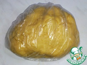 Wrap the dough in plastic and removed for 20 minutes - 30 in the refrigerator.