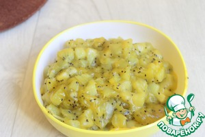 Mix 100ml of juice with kiwi and sugar in a saucepan. Put on the fire. The rest of the juice will mix with the dry pudding. Cook on the fire for a kiwi with juice 1-2min. Add the pudding mixture. Stir on the heat for another couple of minutes, the mass begins to thicken. Remove immediately from heat.
