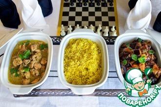 Рецепт: Рассыпчатый рис с баклажанами и курицей карри