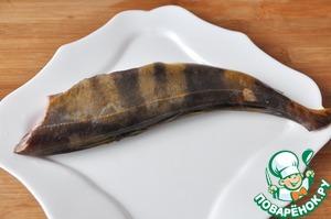 Для приготовления этого рецепта можно брать любую белую, не сухую и не костлявую рыбу.   Я взяла курильский окунь.   Рыбу моем, чистим.   Если рыба не крупная, то можно оставить голову для эстетичности вида, удалив жабры.