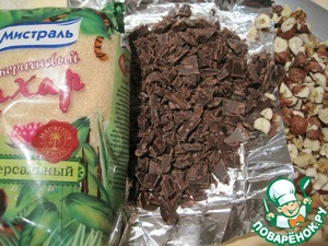 Chocolate (the remaining 100 grams), and nuts not very finely chop with a knife.