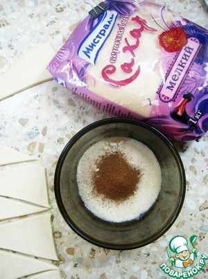 Mix the sugar with the cinnamon.