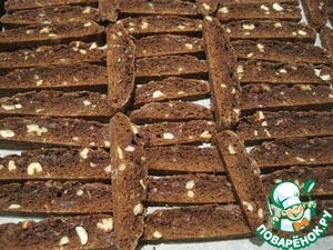 Lay the slices on a baking tray lined with baking paper and dry them in the oven for 20 minutes.