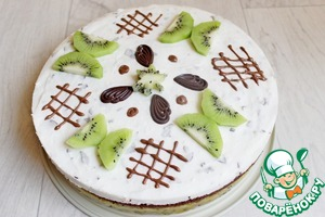 And then I had it the next day, remove the ring and decorate the cake. I cut the butterfly from kiwi. Well, or something similar to them. You can of course decorate to your taste. Bon appetit and good mood!