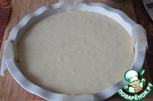 Форму диаметром 23-24 см застелить пекарской бумагой, смазать маслом. Вылить тесто.