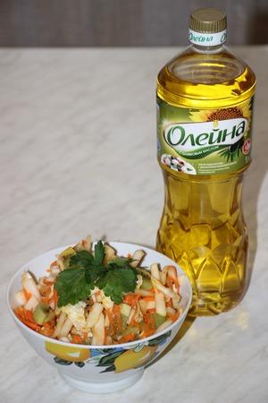 Подавать салат к любым гарнирам, мясным и рыбным блюдам.