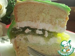 """Без преувеличения могу сказать: получился очень вкусный торт! А на срезе - настоящий весенний- белый бисквит. белый ганаш и белый пушистый крем из взбитых сливок ( чем не снег!), а в середине и сверху полоски проглядывающей """"зеленой травки""""!"""