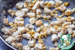 In a pan heat oil, fry onion first. When it becomes transparent, add the mushrooms, fry all together 2-3 minutes. Then add the chicken and fry until a light it will turn brown, about 5 minutes.