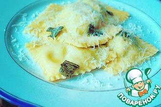 Рецепт: Равиоли с творогом и шпинатом