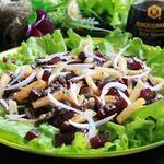 Салат со свёклой, шампиньонами и жареным картофелем