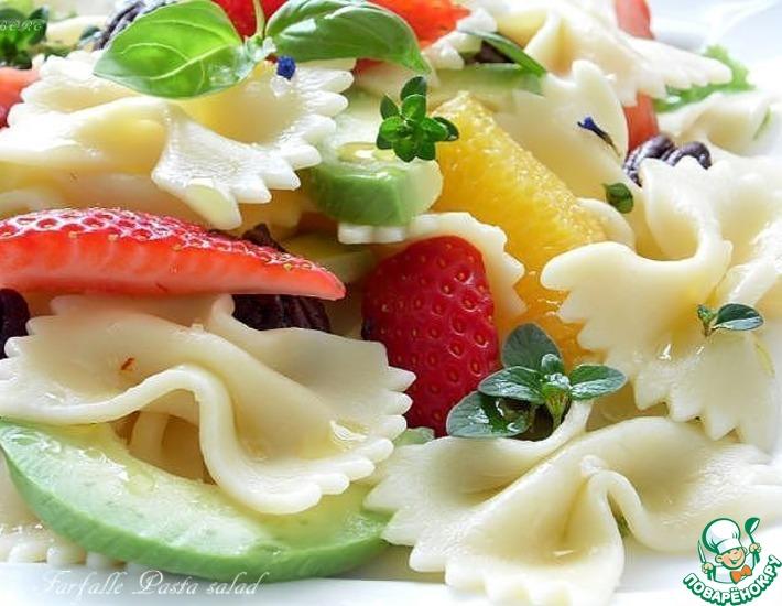 Рецепт: Салат с макаронами, фруктами и авокадо