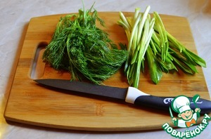 Chop the garlic and dill, put in a bowl to vegetables.