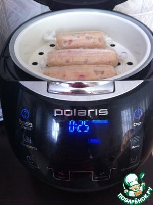 Теперь можно закидывать сосиски в кипящую воду (можно и пожарить) и варить минут 15-20. Я варила сосиски на пару! Приятного аппетита!