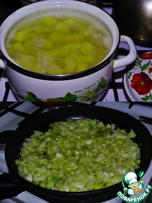 Potatoes wash, peel, cut into not large cubes and put on to cook.  (potatoes to boil until soft, drain the water, cover and wrap the pot with a towel, or in anything else)  Chopped onion and garlic fry until Golden.
