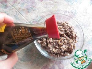 3. К фасоли добавить соевый соус kikkoman, грибы, болгарский перец.