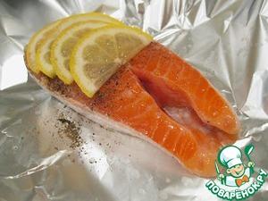 Выложить поверх рыбы дольки лимона (3-4). Для эксперимента я делала с апельсином. Вкус пряно-сладкий.