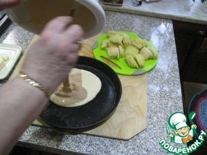 Смазать форму для выпечки сливочным маслом и вылить тесто.