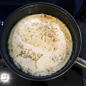 Pour it our milk-egg mixture. On medium heat keep 1 minute, do NOT INTERFERE. Put in oven heated to 200 degrees Celsius for 12 minutes.