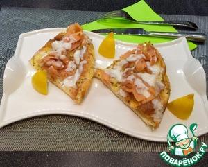 Подаем как Вам больше нравится! Мой любимый поливал соусом и ел руками, как пиццу. :)