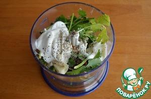 2.Для чатни из кинзы просто смешать все ингредиенты в блендере и убрать соус в холодильник на несколько часов, чтобы он настоялся.