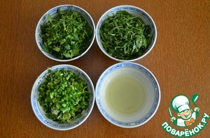 6. While preparing chicken, chopped green onion, arugula and cilantro. Squeeze the juice from the lime.