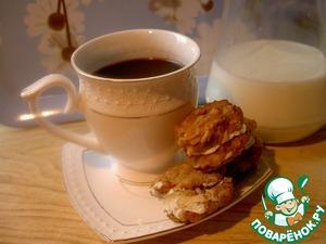 """Их можно кушать просто так, с чаем, с молоком. Я же предлагаю такой вариант: промазать печеньки сладким творогом или творожным сыром и """"склеить"""" между собой по две штучки. Это напоминает маленькие пироженки. Наш Антошка ел их с удовольствием! Да и мы не отставали! Вкус тыквы в них чувствуется."""