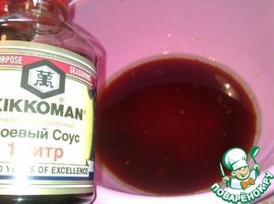 """Добавьте в теплую карамельную воду растительное масло, ванилин, соевый соус ТМ """"Kikkoman"""", смешайте."""