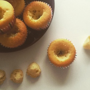 Meanwhile, the cupcakes are ready. Let them cool on a wire rack.  Then with a spoon or knife to cut out the core.