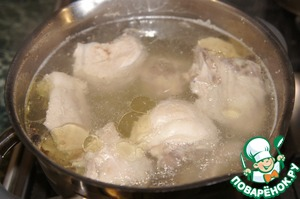 Put in a saucepan, add water and bring to boil. Remove the foam, cook for 30 minutes.