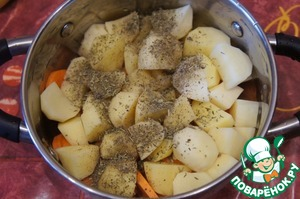 Put potatoes and carrots in the pan, sprinkle herbs de Provence,