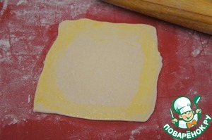 From the dough cut out circles or cut into squares, roll each to a size slightly larger than the diameter of the pots. Edge brush with beaten egg yolk.