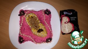 "Decorate the Shoe with small pearls of white beans.  On the pillow lay the beads, the parts of the decorate beet petals.  Before serving, fill in the ""Shoe"" crackers."