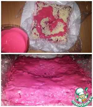 "Place a layer of grated cheese, the edges of the cling film to seal the salad and give a ""cushion"" the desired shape. Grease pink sauce"