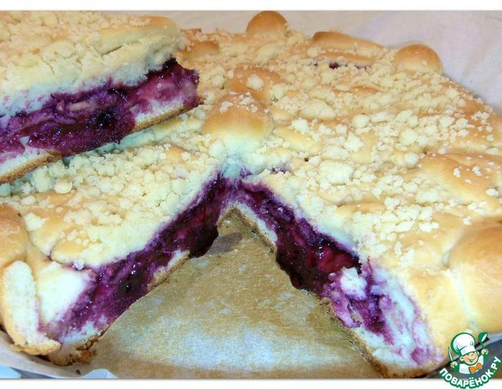 Рецепт: Дрожжевой пирог с черничным вареньем и штрейзелем