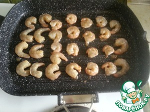 So the first method of cooking:  We need a grill pan.  Heat it - put our shrimp.  Shrimp fry for literally 2 minutes on each side.  They should be pink (for raw)