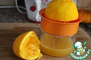 The Meyer lemon is very juicy and flavorful and gives around 2-3 tablespoons of juice, so I mixed them with orange and measured out one tablespoon for later for the glaze.  Oh, I love it when the refrigerator scraps and nedelkov no!