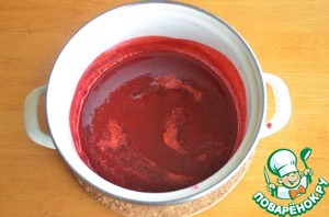 1. 50 g of raspberry blend in blender and strain through a fine sieve. Add the sugar and heat until the sugar dissolves, stirring constantly.