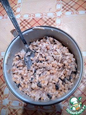 Перемешиваем, заправляем майонезом и даем немного настояться (чтобы салат хорошо пропитался чесночком).