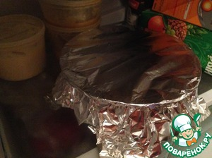 Накрыть пленкой или фольгой и оставить в холодильнике на 2-4 часа (если есть возможность, то лучше на ночь)