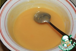 Add pre-soaked gelatin. When the gelatin will disperse, remove from steam, add sugar and vanilla. Stir and add the cooled rice, removing the orange zest, mix well. Ready cream to cool.