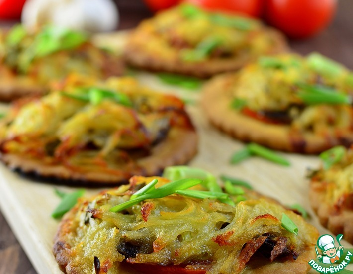 Рецепт: Мини-пиццы с картофельными шапочками