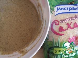 Понемногу добавляя воду, замесим тесто по густоте напоминающее жидкую сметану. Тесто накроем и оставим на 10-15 минут отдохнуть.