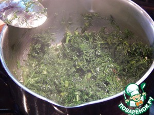 Dill chop and simmer in a mixture of oil and water (1:1) 6 minutes.