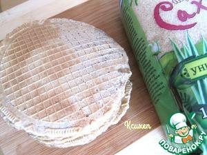 В разогретой вафельнице испечём вафли, выкладывая тесто из расчёта: 1 неполная столовая ложка теста на одну вафельку.