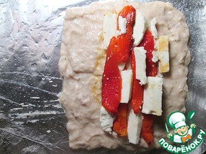 Pepper bake in the oven at 200 degrees Celsius to black-tan, slightly cooled, cleaned, cut into strips and remove the peel. Cheese cut into long strips. Spread on the middle of the roll the peeled peppers and cheese in a checkerboard pattern. If you want to make the roll even more diet, can change the stuffing in its sole discretion. Cover the stuffing free edges of the roll, the filling should be completely covered. Wrap the loaf with foil, giving it the form and put in a preheated 180 gr. Celsius oven for 30 minutes then take the loaf out of the oven, unfold the foil and grease the top 1 incomplete tablespoon of vegetable oil.